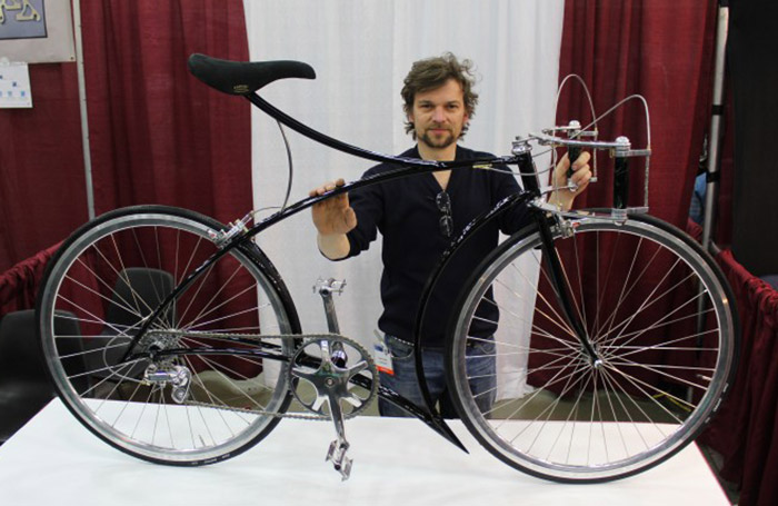Rasmus Gjesing with his Cykelmageren show bike (Photo: Ben Coxworth, Gizmag.com)